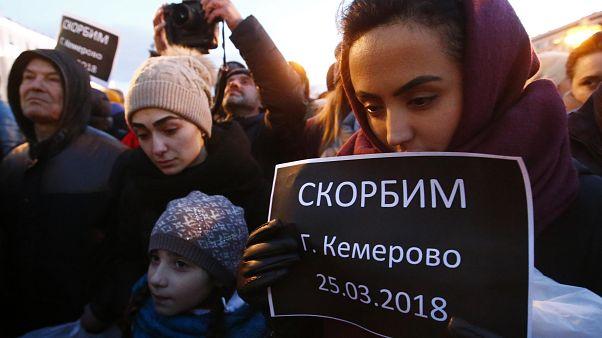 Megrázó jelenetek az orosz plázatűz miatti tüntetéseken