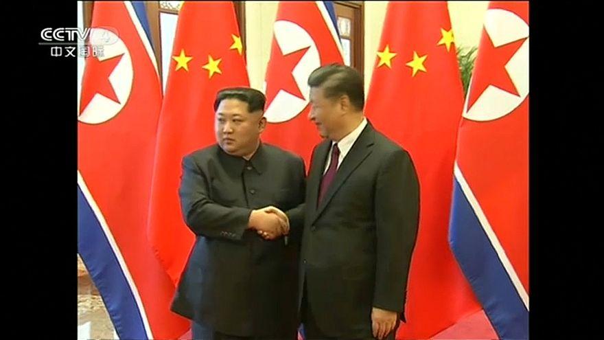 كيم جونغ أون يزور بكين والأخيرة تقول إنه تعهّد بنزع السلاح النووي من شبه الجزيرة
