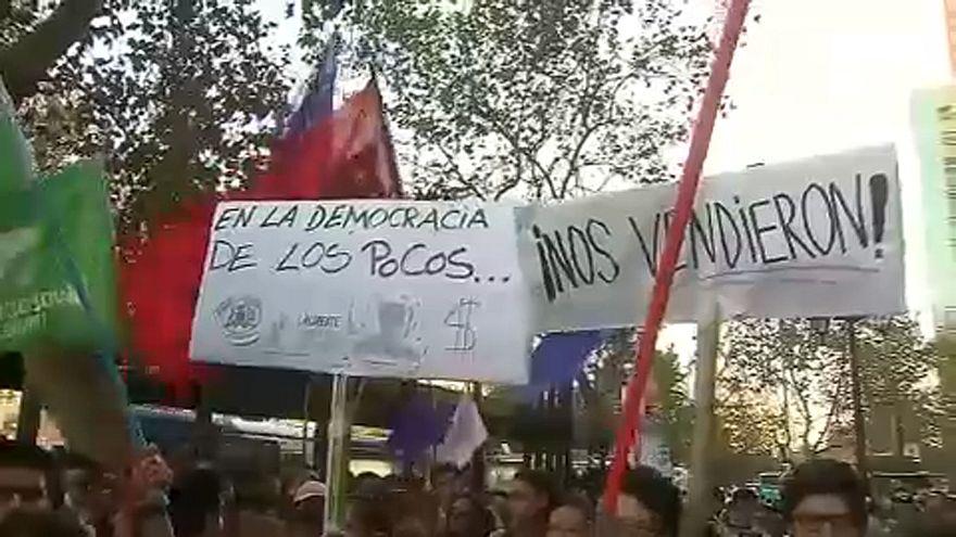 A drága egyetemi díjak ellen tüntettek