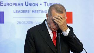 Ερντογάν: «Δεν μπορούν να συζητούν για τους δύο Έλληνες στρατιωτικούς χωρίς να συζητούν την έκδοση των Τούρκων στρατιωτικών»!