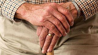 Megváltoztatta a nemét, hogy előbb hozzájusson a nyugdíjához
