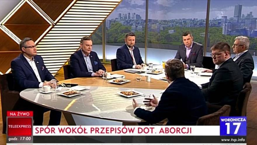 Solo hombres debaten el aborto en un programa de la televisión pública polaca