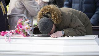 Κεμέροβο: Θρήνος και οργή στις κηδείες των θυμάτων