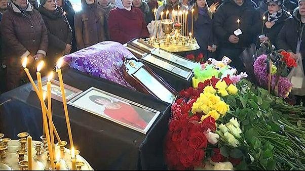 Siberia, commozione ai funerali di alcune delle vittime del rogo