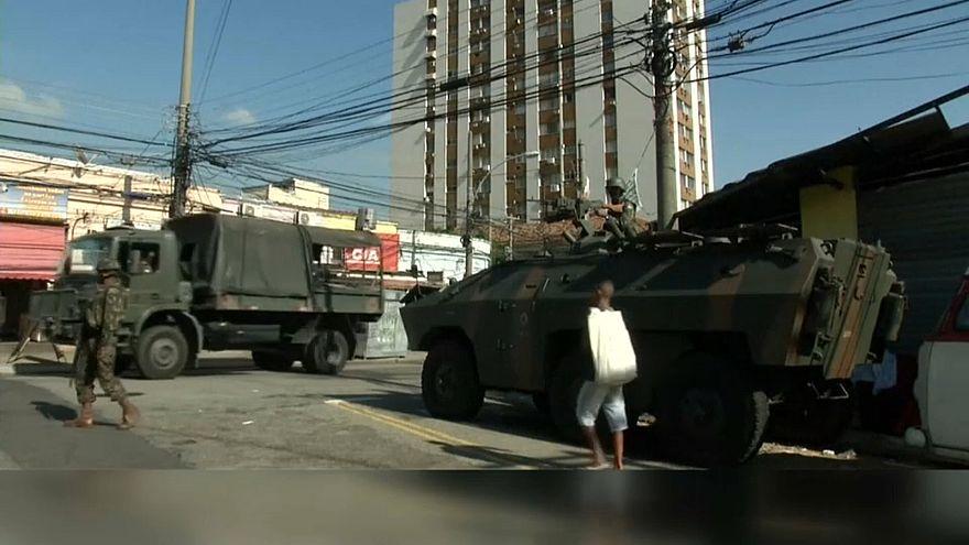 Brasile, blitz della polizia nelle favelas di Rio de Janeiro