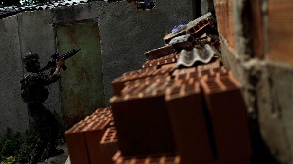 Βραζιλία: Εισβολή στρατού σε φαβέλες