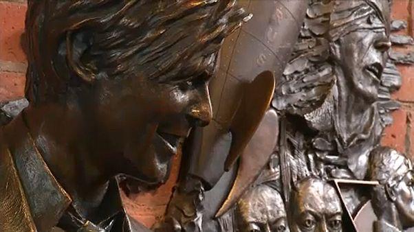 Felavatták David Bowie szobrát