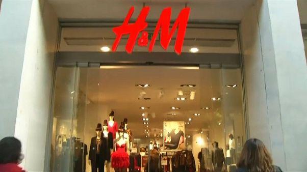 H&M in crisi: record di vestiti invenduti