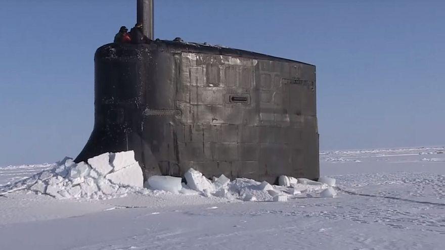 حالة من الفزع بسبب طفو غواصة أمريكية على سطح جليد المحيط الشمالي