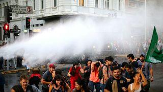 درگیری پلیس با دانشجویان معترض به خصوصیسازی آموزشعالی در شیلی