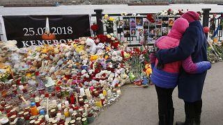 Κεμέροβο: Ραγίζουν καρδιές στις κηδείες των θυμάτων της πυρκαγιάς