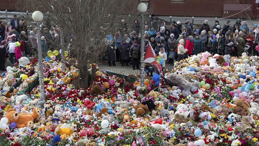 Rusia guarda un día de duelo por las víctimas del incendio en Kémerovo
