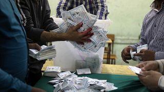 إغلاق مراكز الاقتراع بآخر أيام الانتخابات المصرية وغرامات للمقاطعين