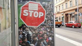 Nigel Farage Brexit-plakátját másolja a magyar kormány