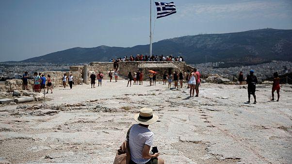 Ο Guardian πουλούσε πακέτο διακοπών για «γνωριμία» με την ελληνική κρίση