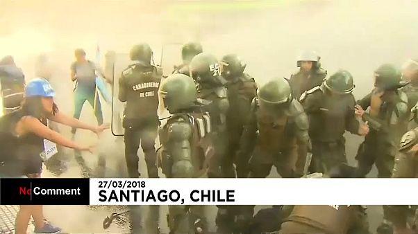 Chili : heurts violents entre étudiants et policiers