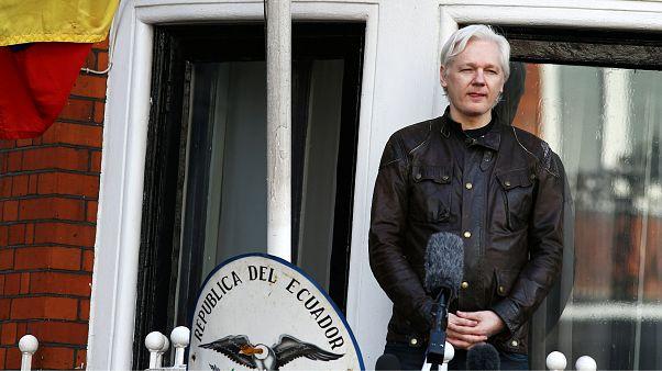 Julian Assange'ın internet erişimi kesildi