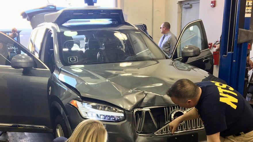 Megállapodás az önvezető autó végzetes balesetének ügyében