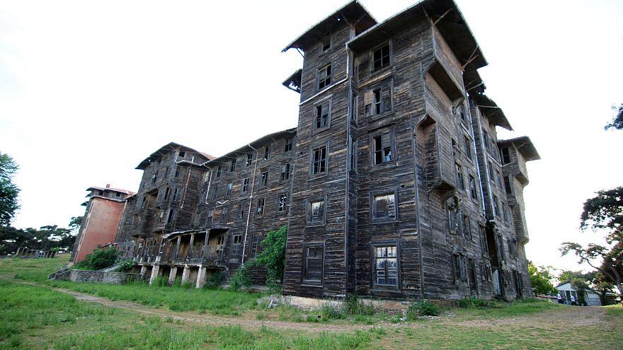 El mayor edificio de madera de Europa, patrimonio abandonado