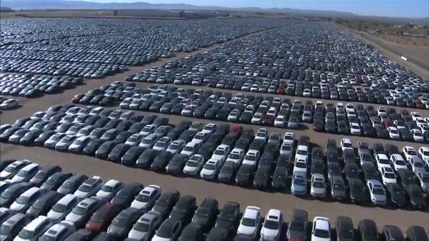 VW schickt tausende Autos in die Wüste