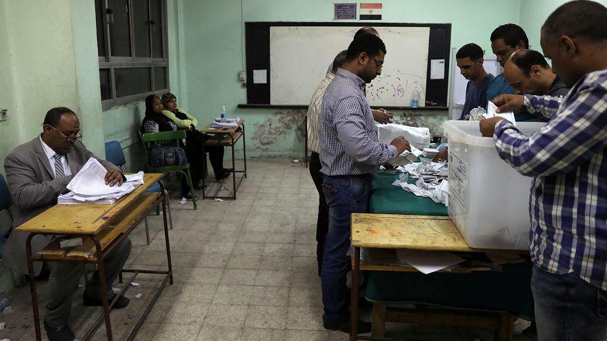 مكافآت مالية وسلع مجانية لحشد الناخبين المصريين على التصويت