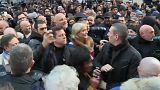 """شاهد مارين لوبان """"منبوذة"""" في المسيرة البيضاء المخلدة لذكرى ميريل كنول"""