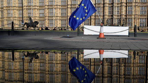 Brexit: Η οικονομία πάει καλύτερα, αλλά...