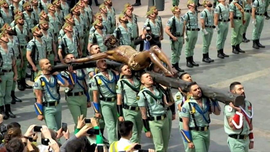 El Cristo de la Buena Muerte a hombros de la Legión en Málaga