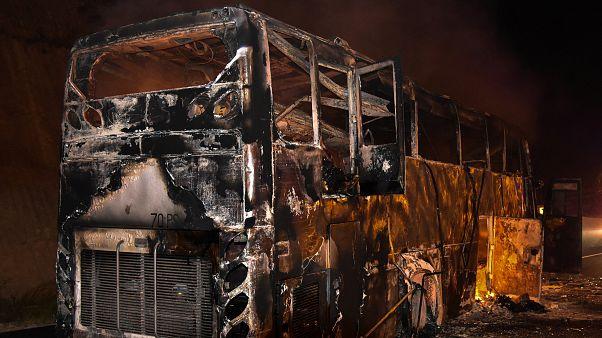 شاهد: لحظة اشتعال الحريق في حافلة تقل 47 عاملا مهاجرا من ميانمار