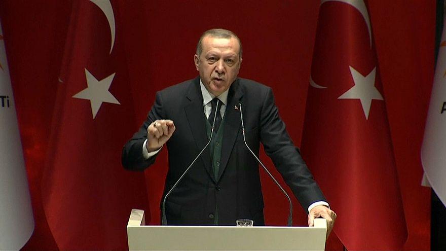 إردوغان يقول إن فرنسا تبنت نهجا خاطئا في سوريا