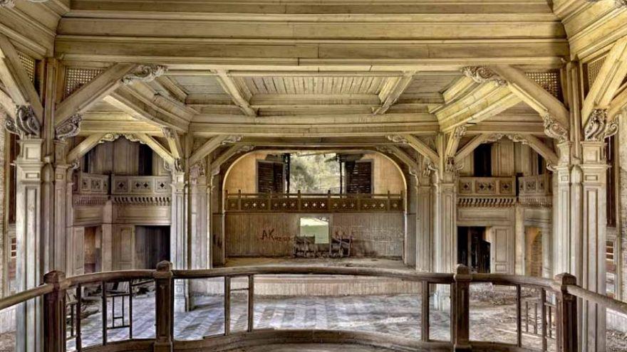 5 Stockwerke und 206 Zimmer - Europas majestätischster Holzbau verfällt