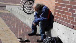 Finlandiya'dan evsizlere yönelik basit çözüm; Onlara ev verin!