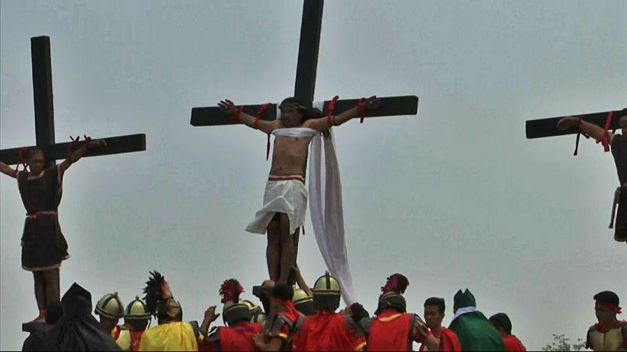 کاتولیکهای متعصب فیلیپین در «جمعه نیک» خود را مصلوب میکنند