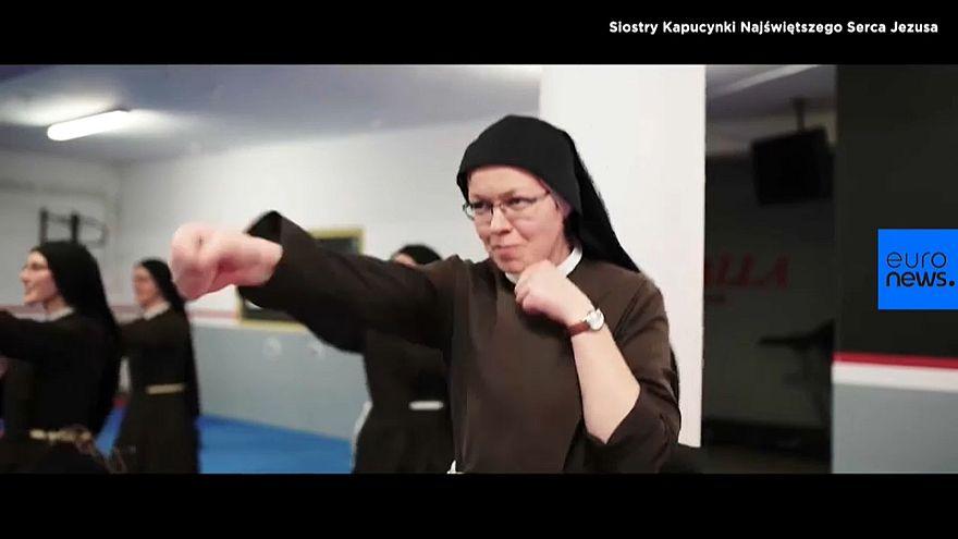 """Las """"monjas boxeadoras"""" polacas que quieren renovar su orfanato"""