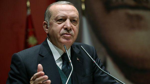 """""""Verrückte Dinge"""": Erdogan droht Macron nach Treffen mit Kurden"""