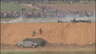 Scontri al confine di Gaza: sale il numero di vittime palestinesi