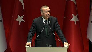 Erdogan carga contra Macron por apoyar a los Kurdos