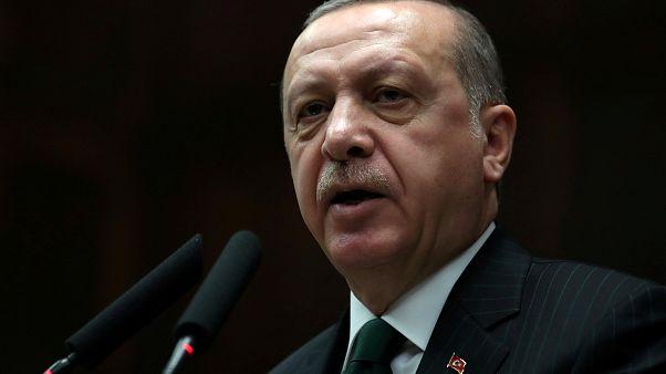 """Erdogan critica """"postura errónea"""" de Macron"""