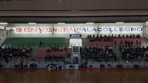 مباراة للتوظيف في ملعب لكرة السلة في تورينو الايطالية