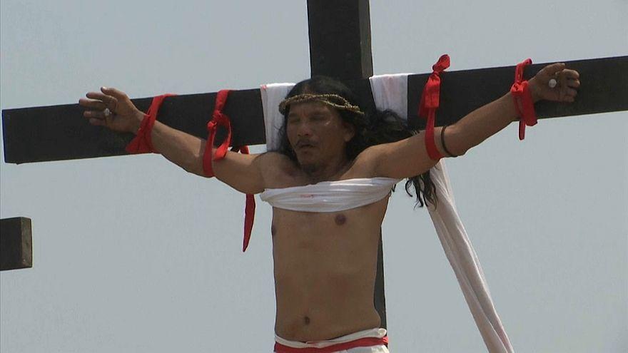 Filipinas levam reconstituição da cruxificação ao limite