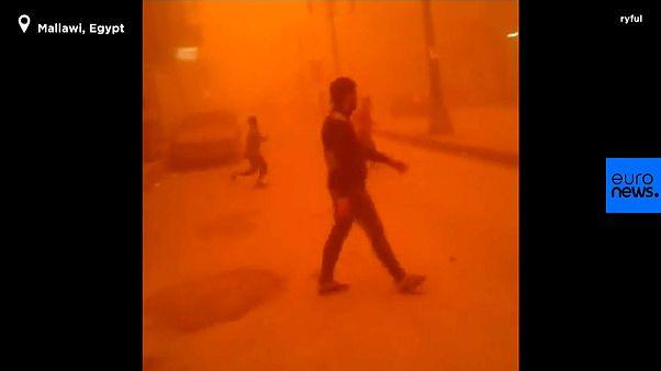 Huge sandstorm engulfs Egypt