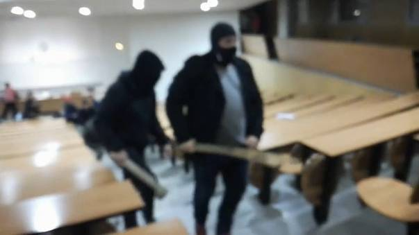 Überfall durch Schlägertrupp heizt Proteste der Studenten an