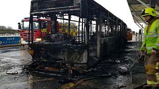 Kiégett egy busz a Stansted repülőtéren