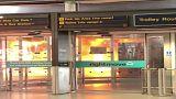 شاهد: حريق في حافلة أمام مطار ستانستيد اللندني يدفع بإجلاء مسافرين