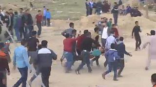 Véres tüntetéshullám a gázai határnál