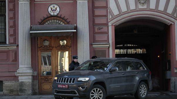 """Rússia expulsa """"mais de 50"""" diplomatas britânicos"""