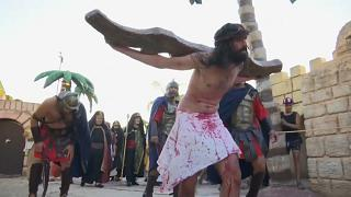 شاهد: تمثيل لمشاهد صلب المسيح في الأرجنتين