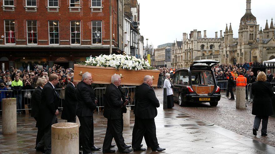جنازة هوكينغ: تأبين جثمان أحد أشهر ملحدي العصر بكنيسة كامبريدج