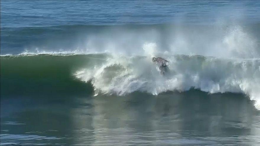 Surf: Fanning supera il turno nell'ultima gara in carriera