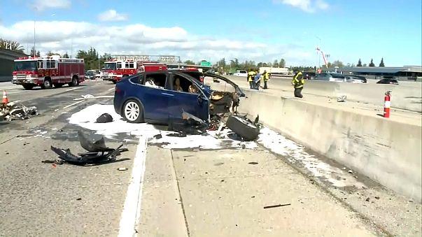 Tödlicher Tesla-Unfall in Kalifornien: Autopilot war an